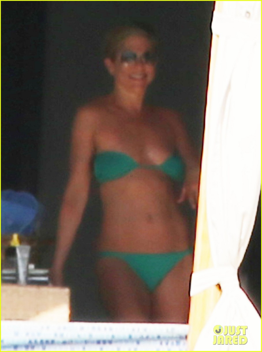 jennifer aniston wears barely there bikini in cabo 21