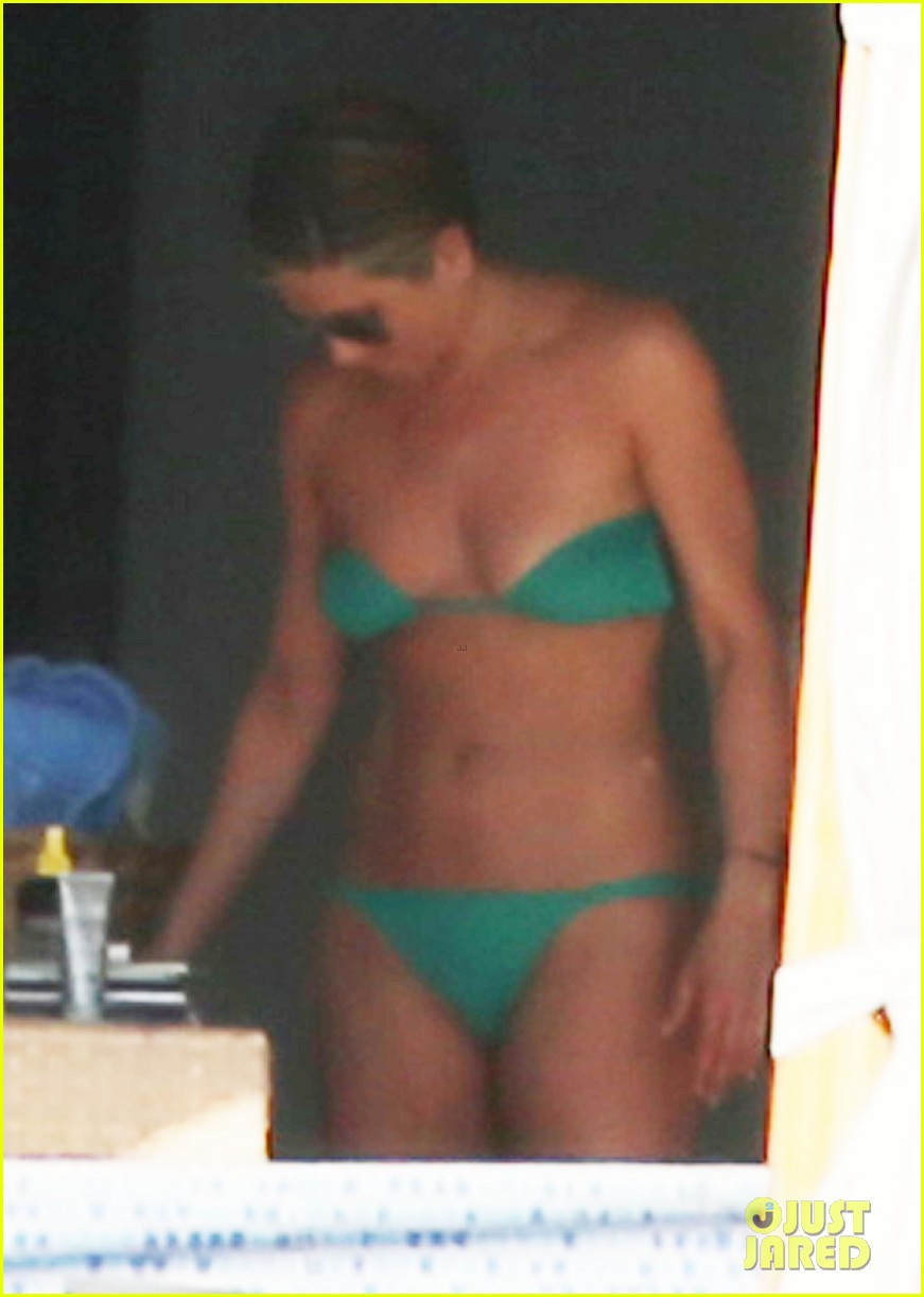 jennifer aniston wears barely there bikini in cabo 233020001