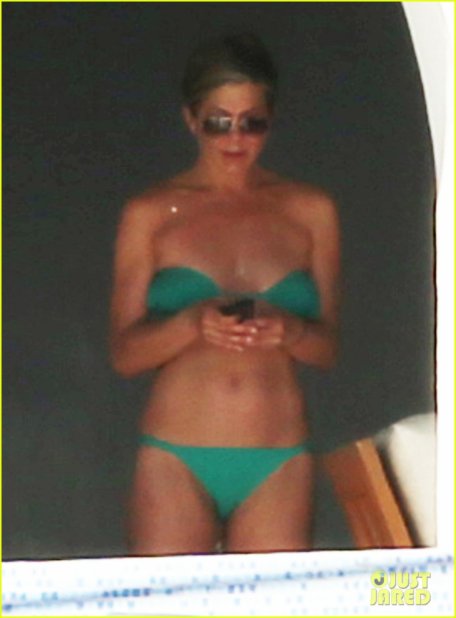 jennifer aniston wears barely there bikini in cabo 263020004