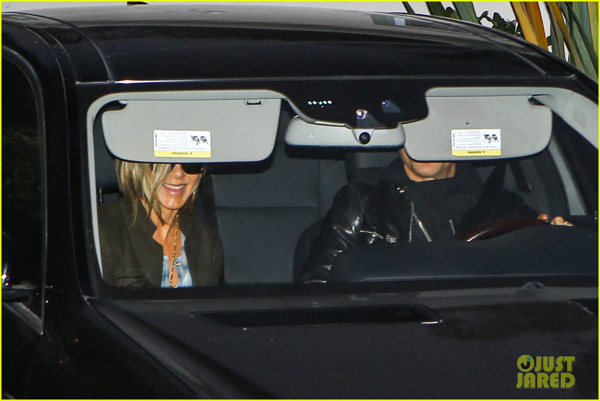 jennifer aniston justin theroux emily blunts baby shower 023012186