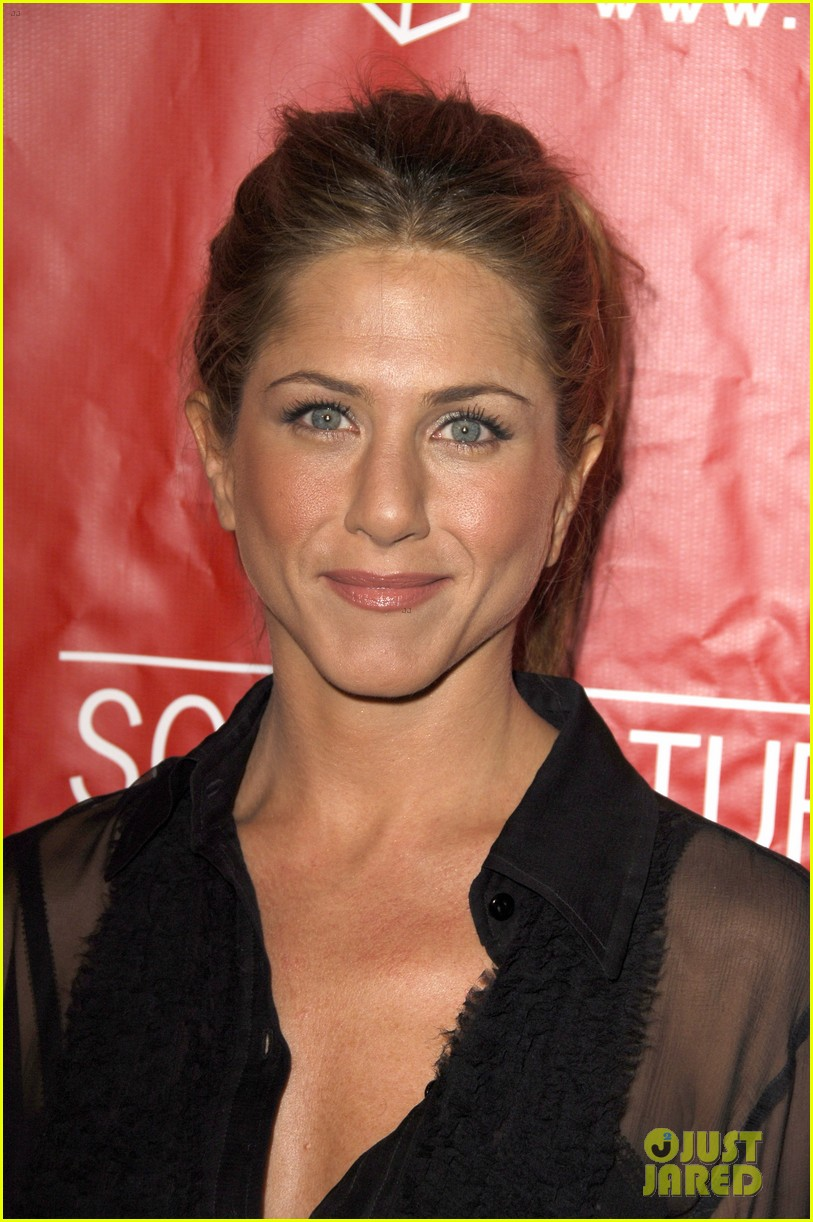 jennifer aniston did not shave her hair real photos here 01
