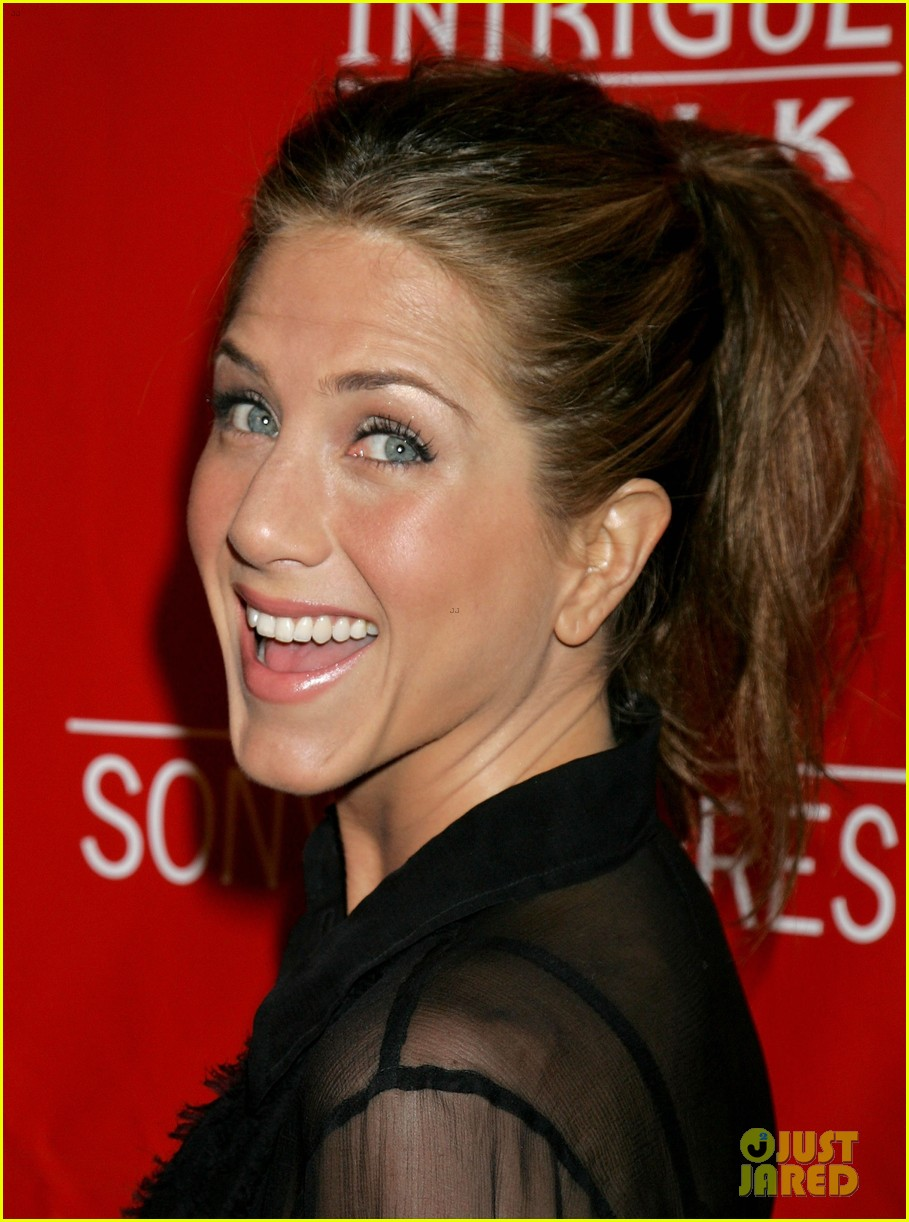 jennifer aniston did not shave her hair real photos here 033017225