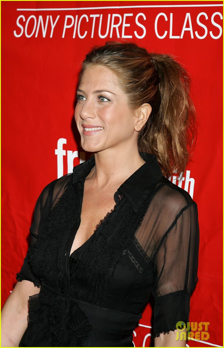 jennifer aniston did not shave her hair real photos here 073017229