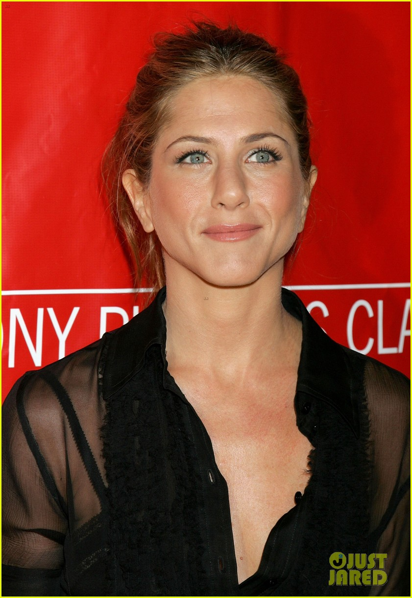 jennifer aniston did not shave her hair real photos here 093017231