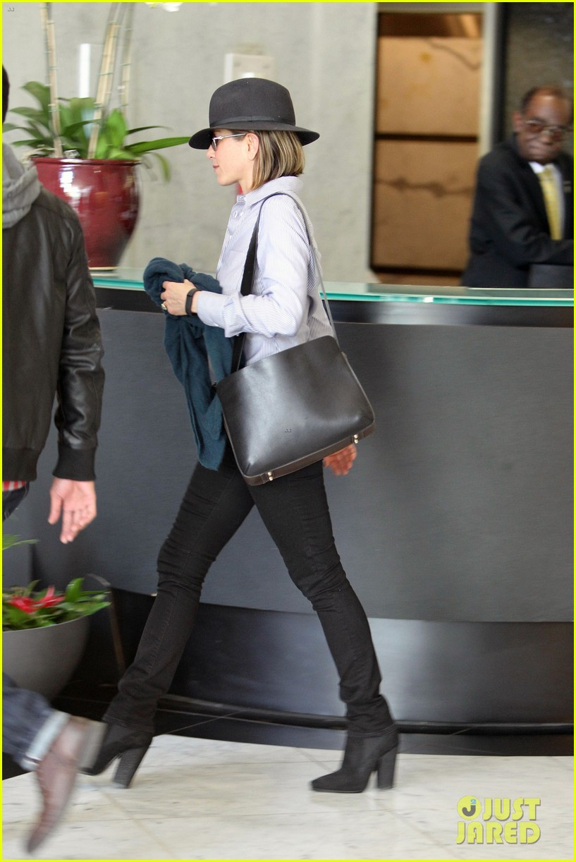 jennifer aniston visits skin care clinic after christmas shopping 143006562
