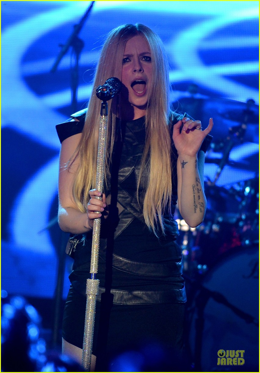 avril lavigne q102 jingle ball 2013 performer 083005121