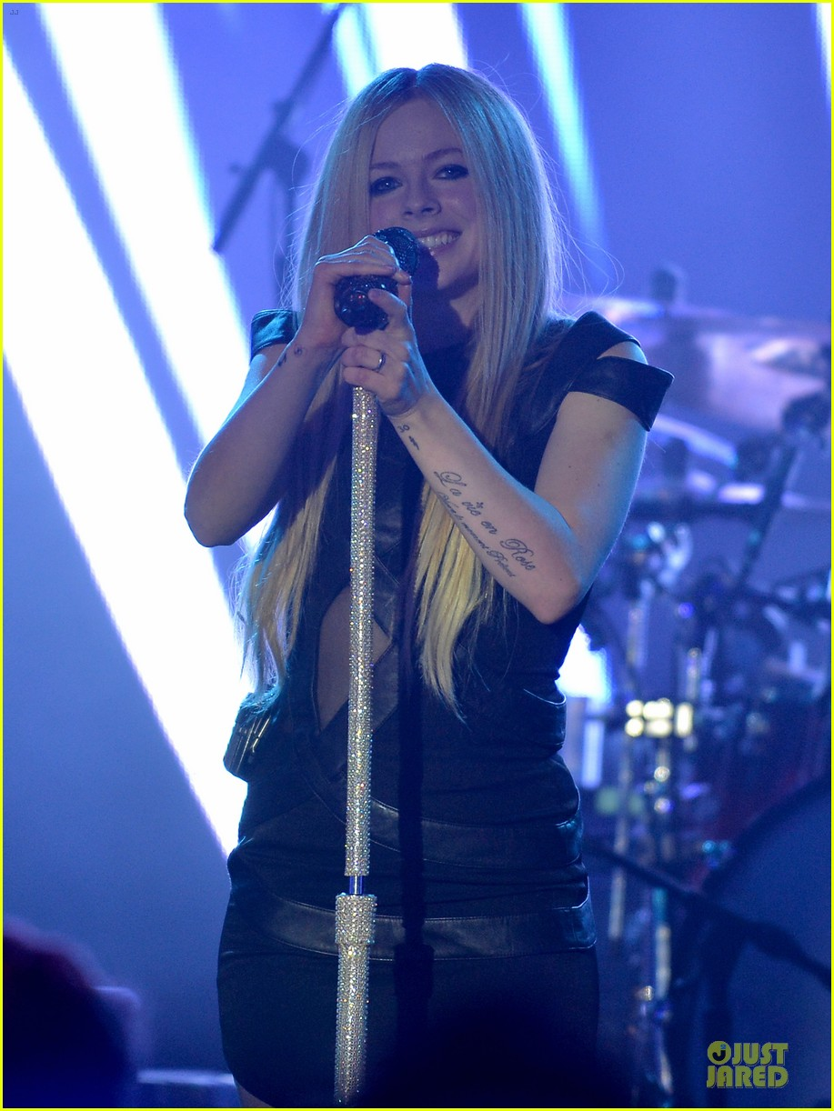 avril lavigne q102 jingle ball 2013 performer 103005123