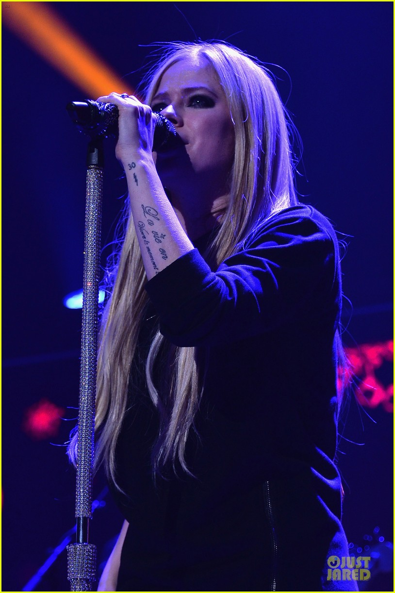 avril lavigne q102 jingle ball 2013 performer 143005127