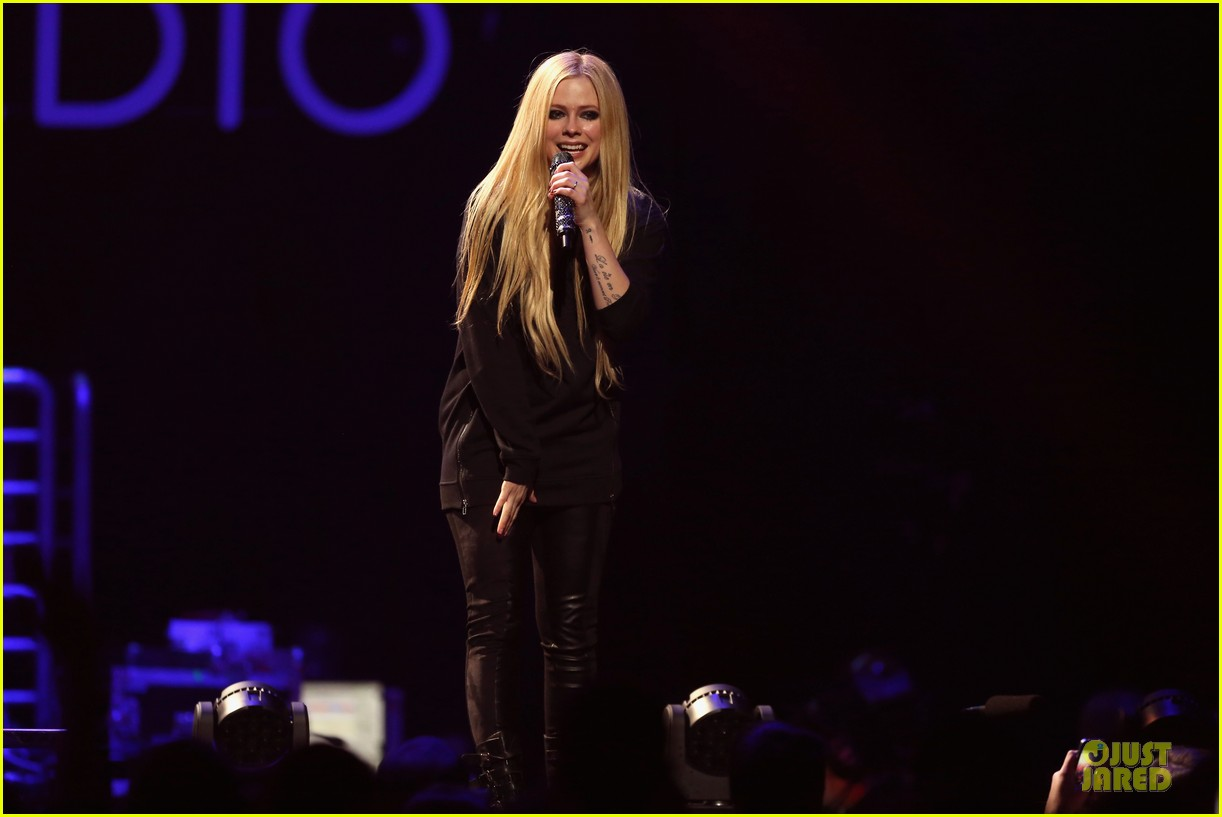 avril lavigne q102 jingle ball 2013 performer 193005132