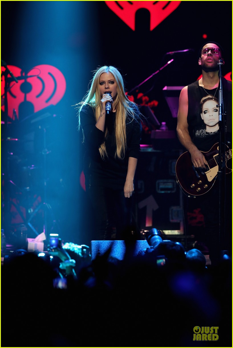 avril lavigne q102 jingle ball 2013 performer 23