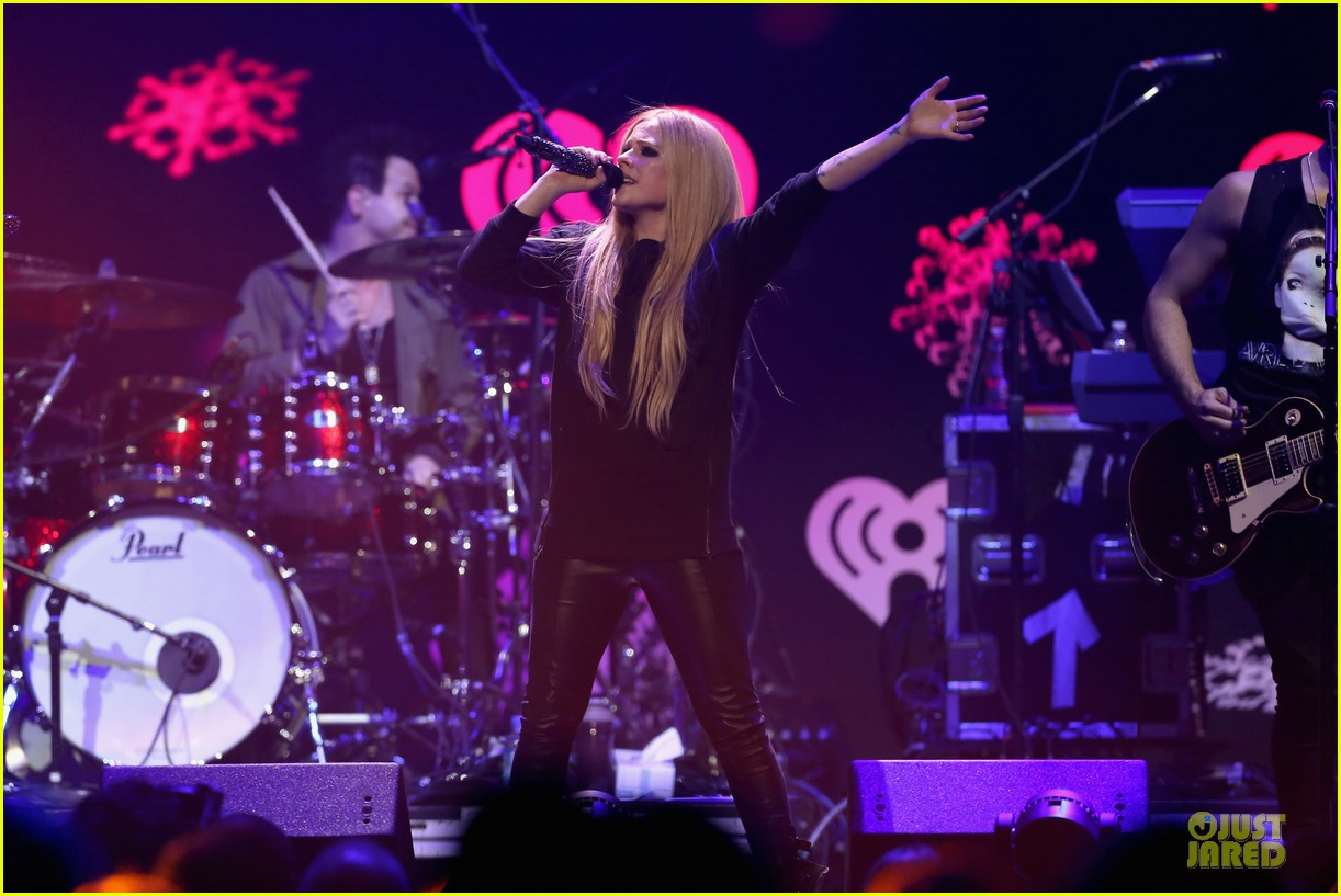 avril lavigne q102 jingle ball 2013 performer 243005137