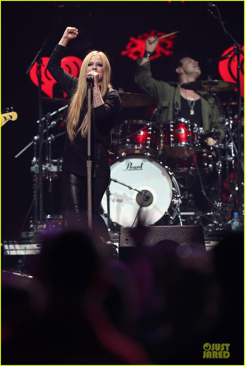 avril lavigne q102 jingle ball 2013 performer 25