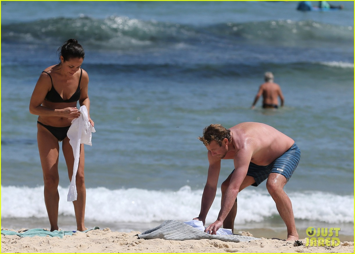 simon baker shirtless beach day with wife rebecca rigg 23
