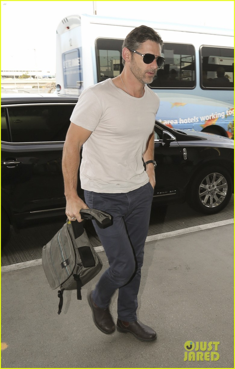 eric bana looks super buff while flying out of los angeles 033003554