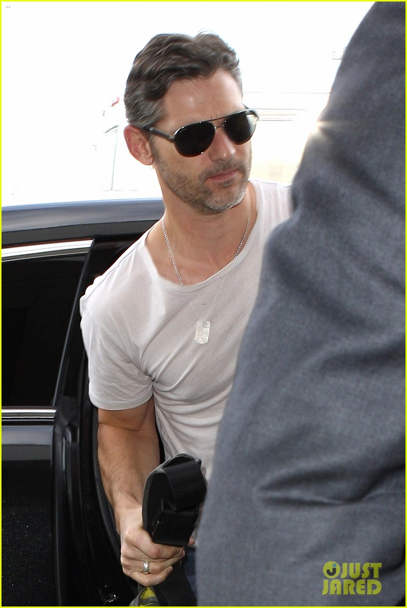 eric bana looks super buff while flying out of los angeles 063003557
