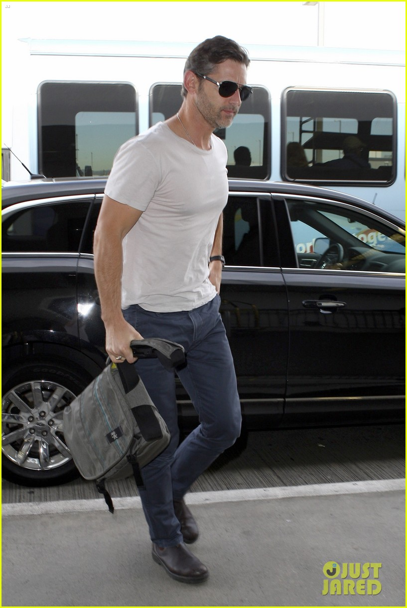 eric bana looks super buff while flying out of los angeles 073003558
