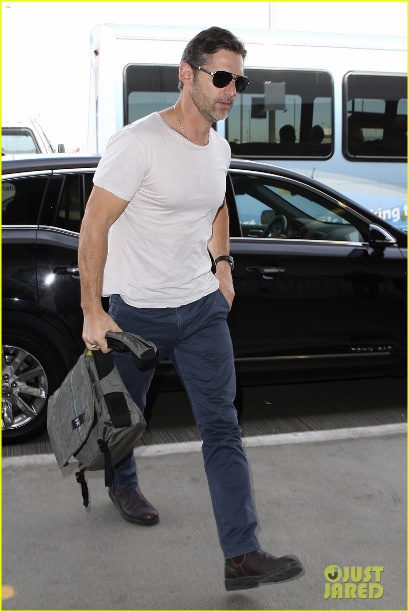 eric bana looks super buff while flying out of los angeles 103003561