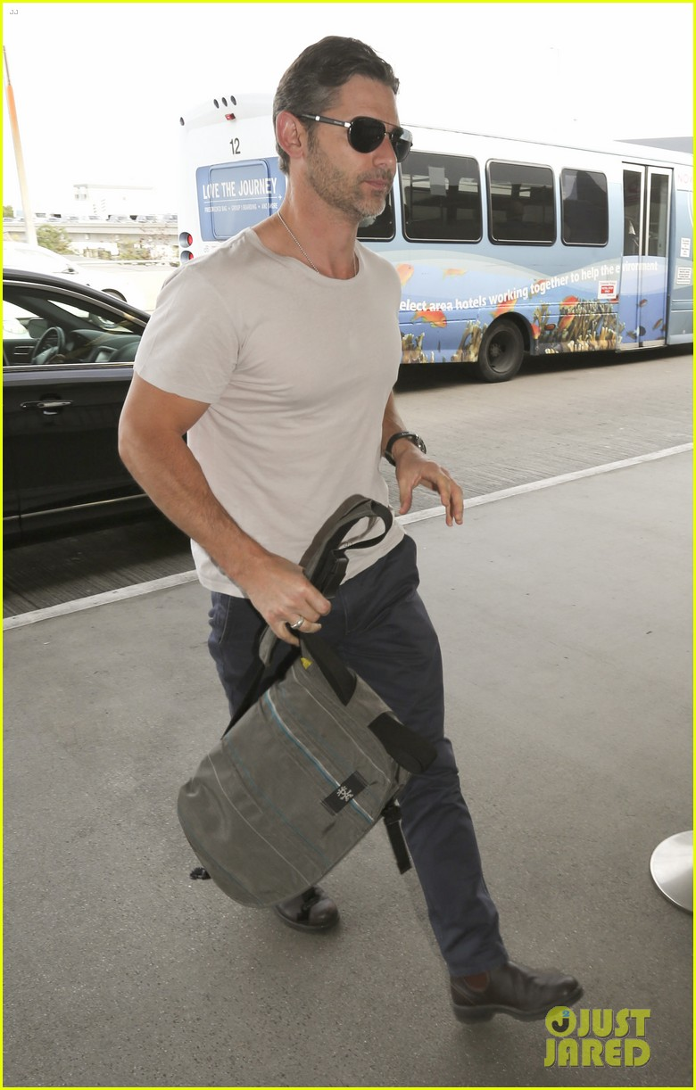 eric bana looks super buff while flying out of los angeles 143003565