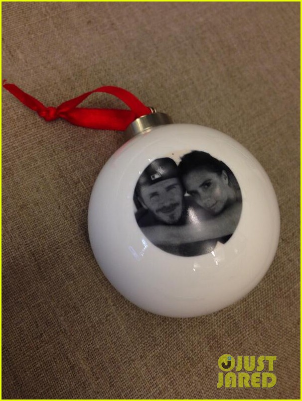 david victoria beckham featured on their own christmas ornament 02