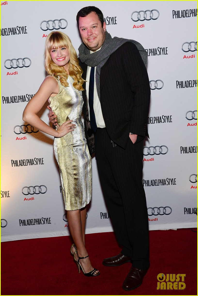 2 broke girls beth behrs celebrates style in philadelphia 053015198