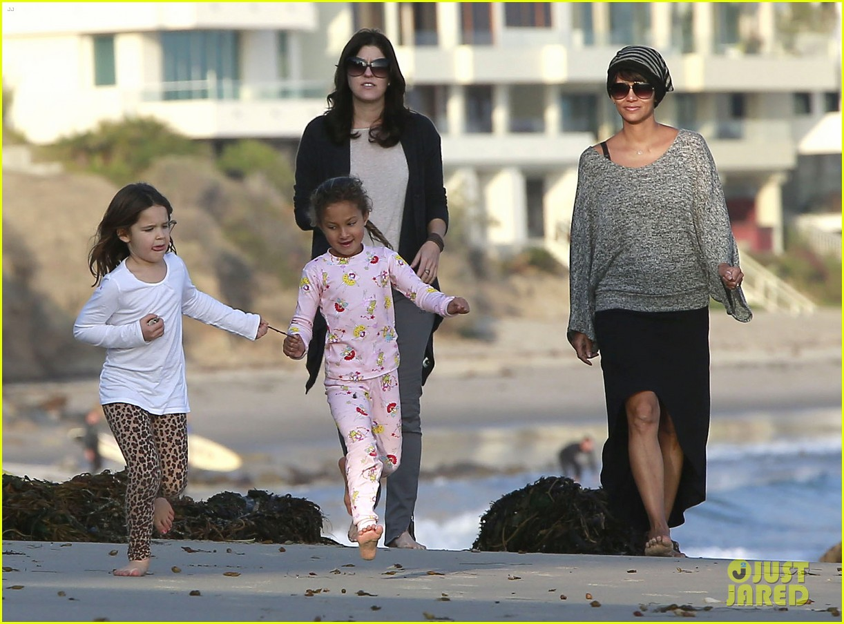 halle berry strolls the beach with nahla friends 093016065