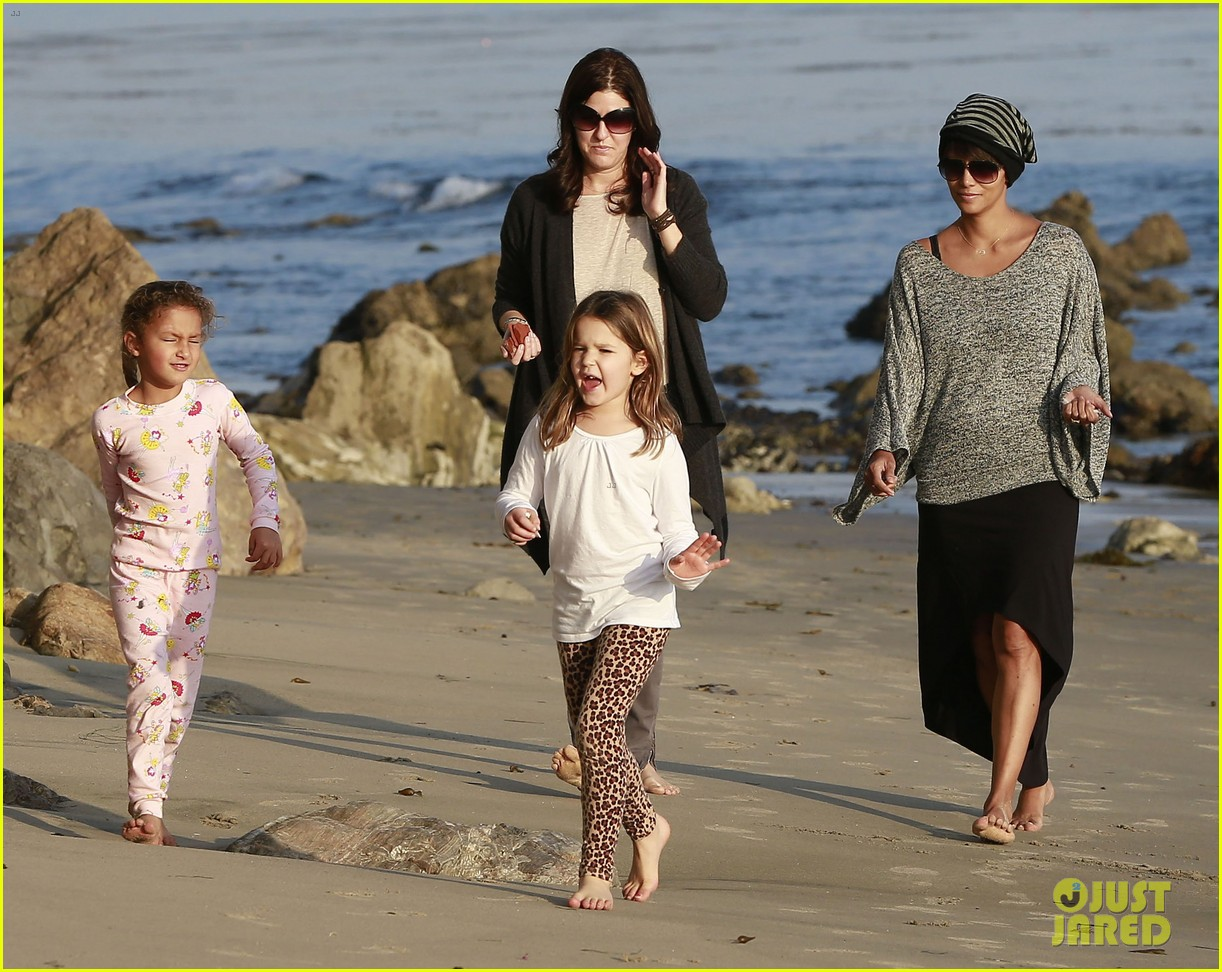 halle berry strolls the beach with nahla friends 203016076