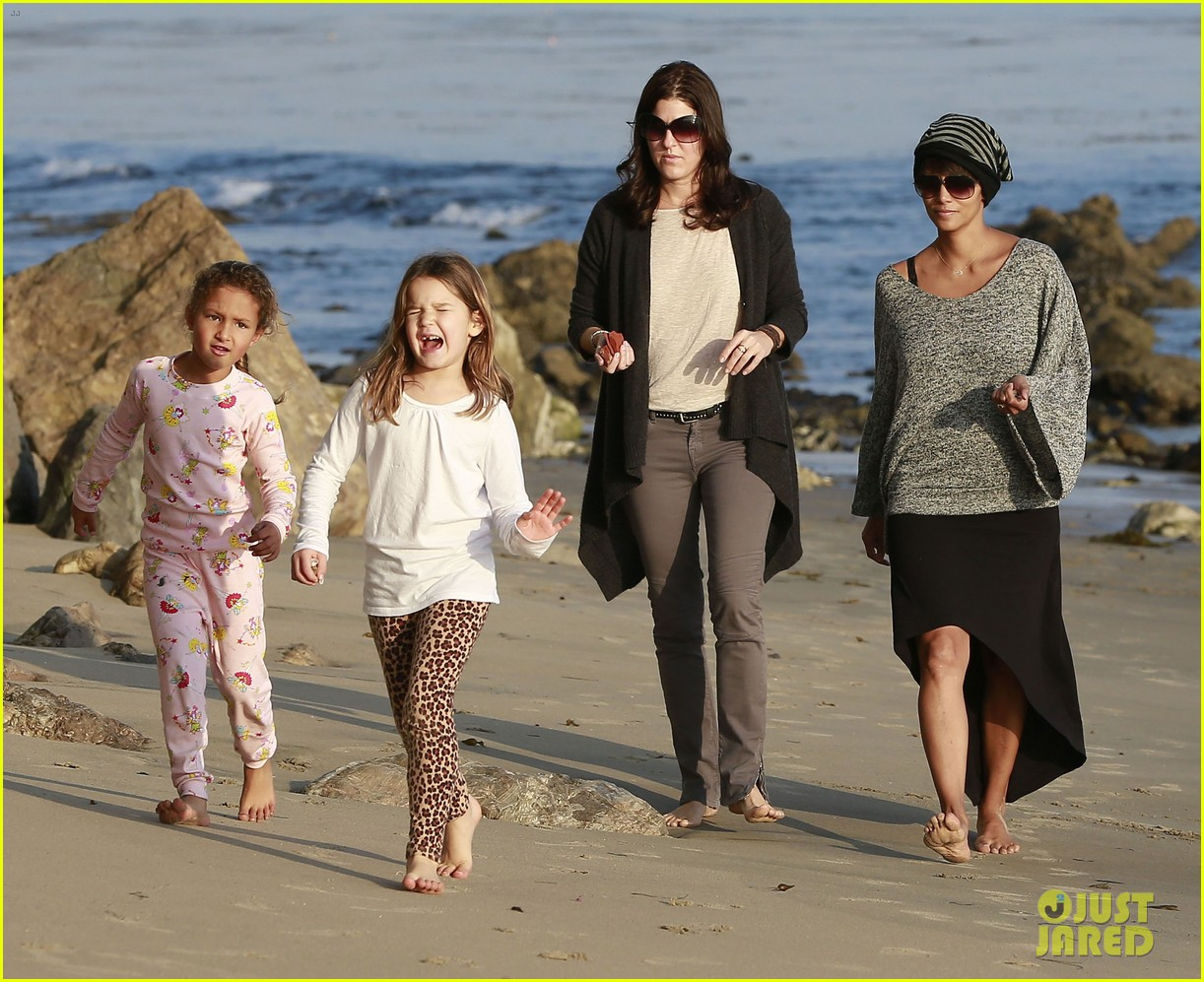 halle berry strolls the beach with nahla friends 213016077