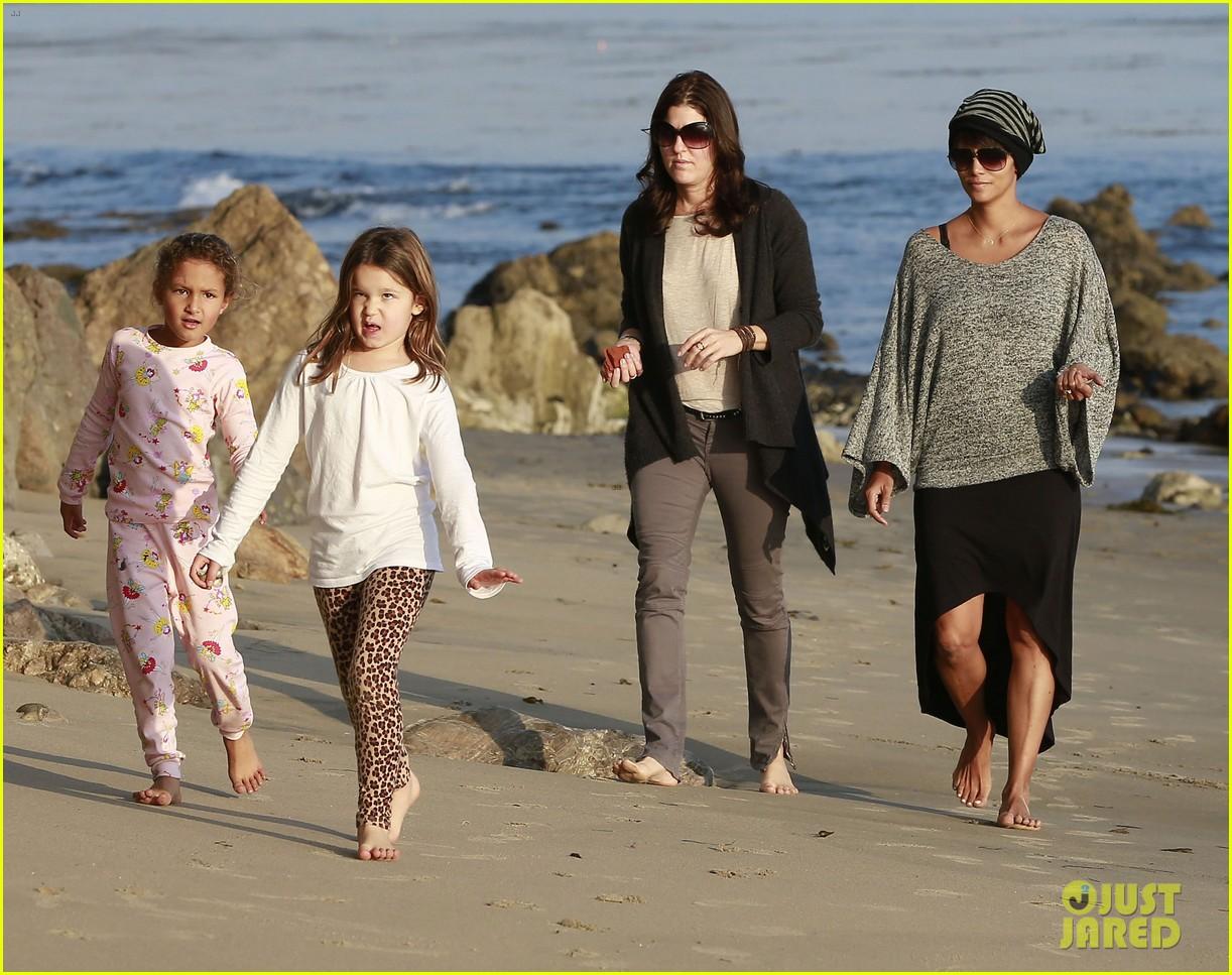 halle berry strolls the beach with nahla friends 223016078