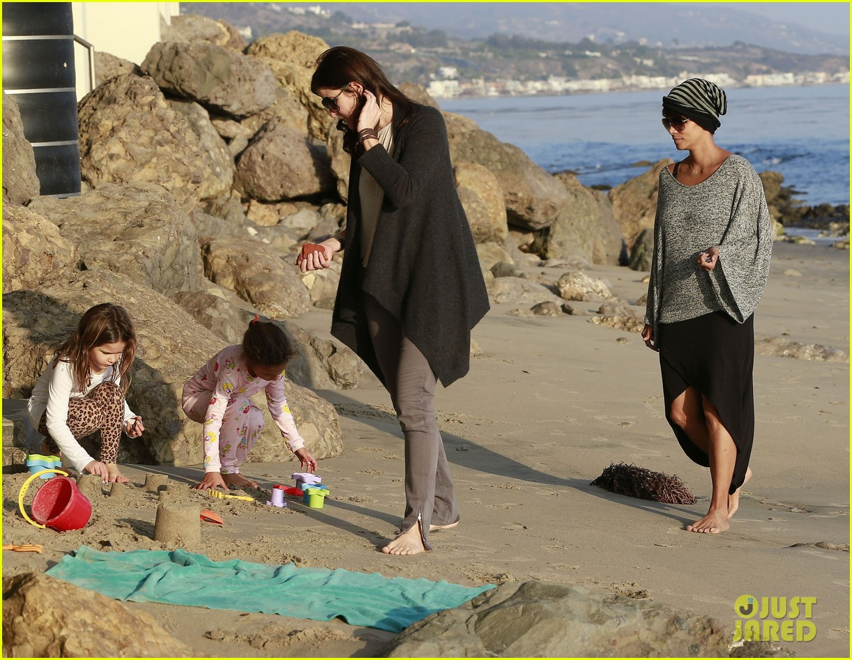halle berry strolls the beach with nahla friends 233016079