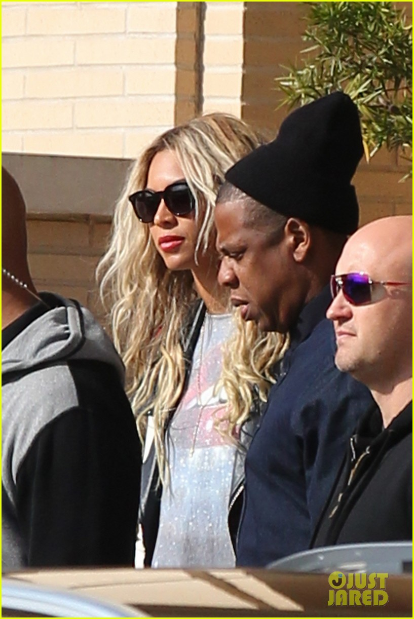 beyonce displays legs for days while shopping with jay z 023004877