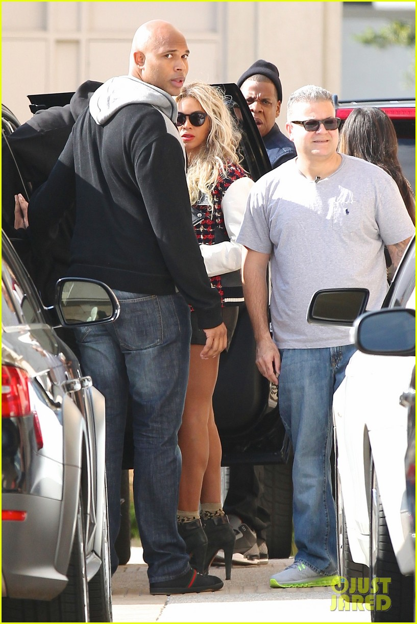 beyonce displays legs for days while shopping with jay z 033004878