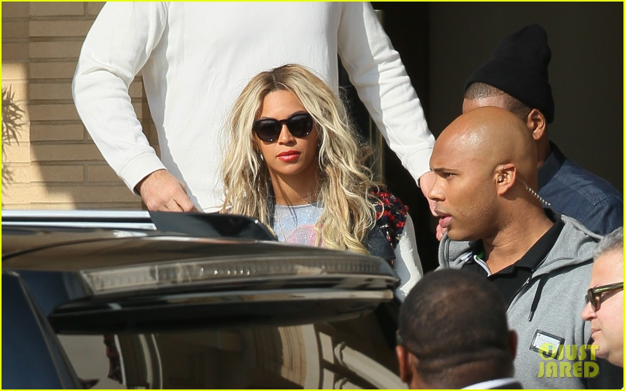 beyonce displays legs for days while shopping with jay z 043004879