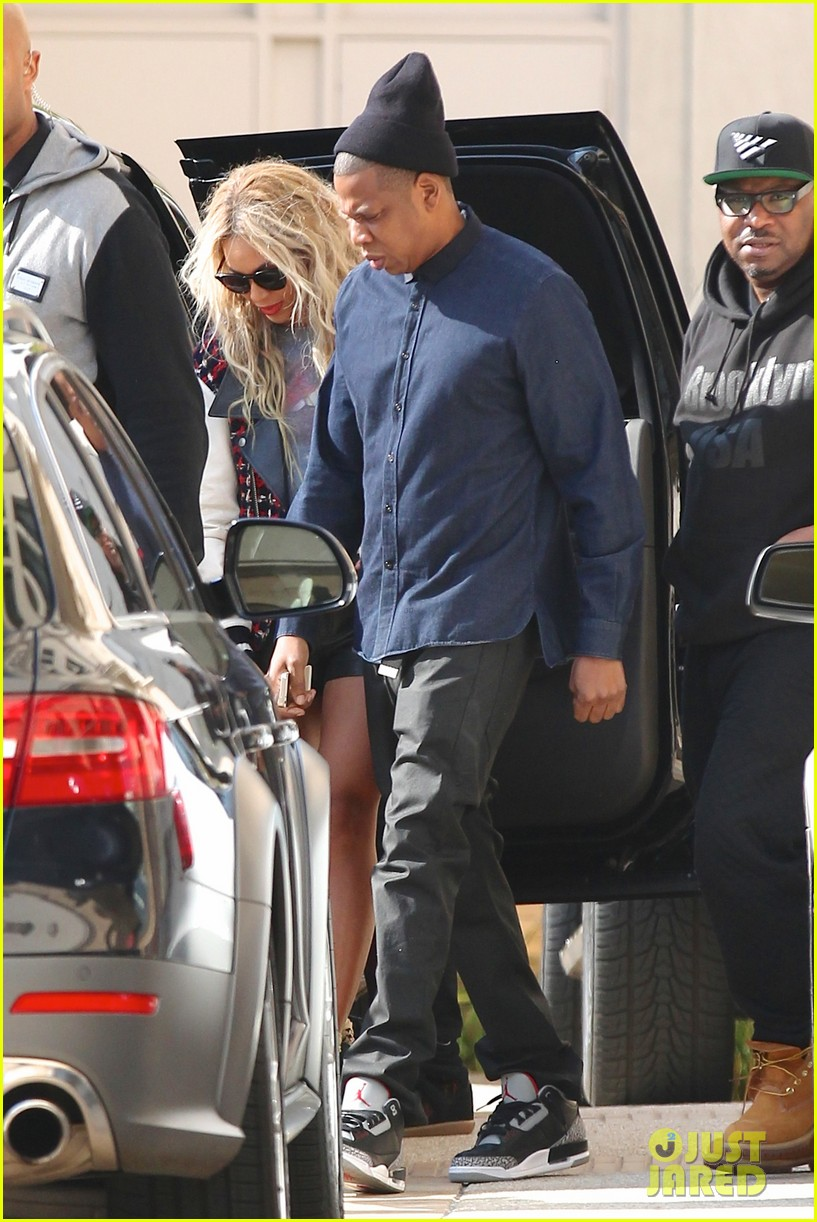 beyonce displays legs for days while shopping with jay z 093004884