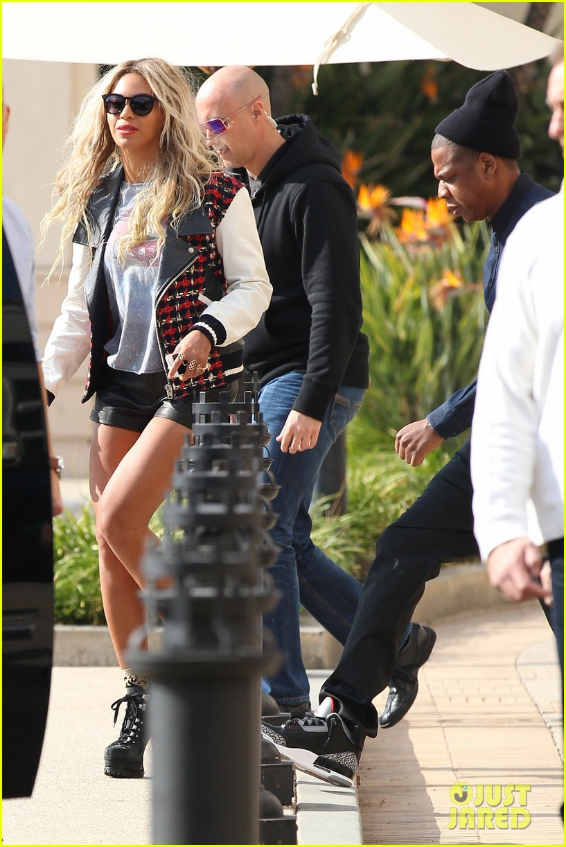 beyonce displays legs for days while shopping with jay z 113004886