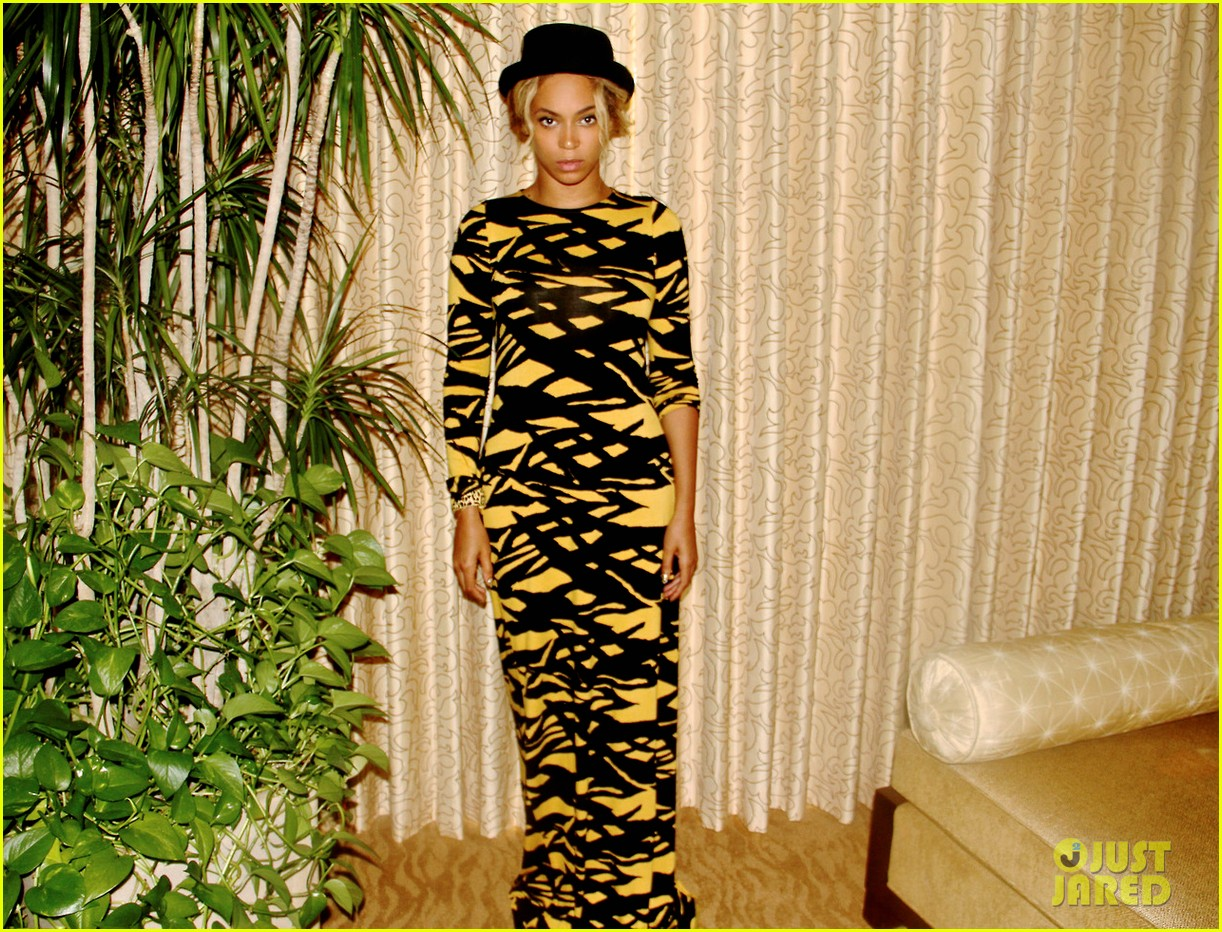 beyonce shares photo of her nelson mandela tumblr 023009042