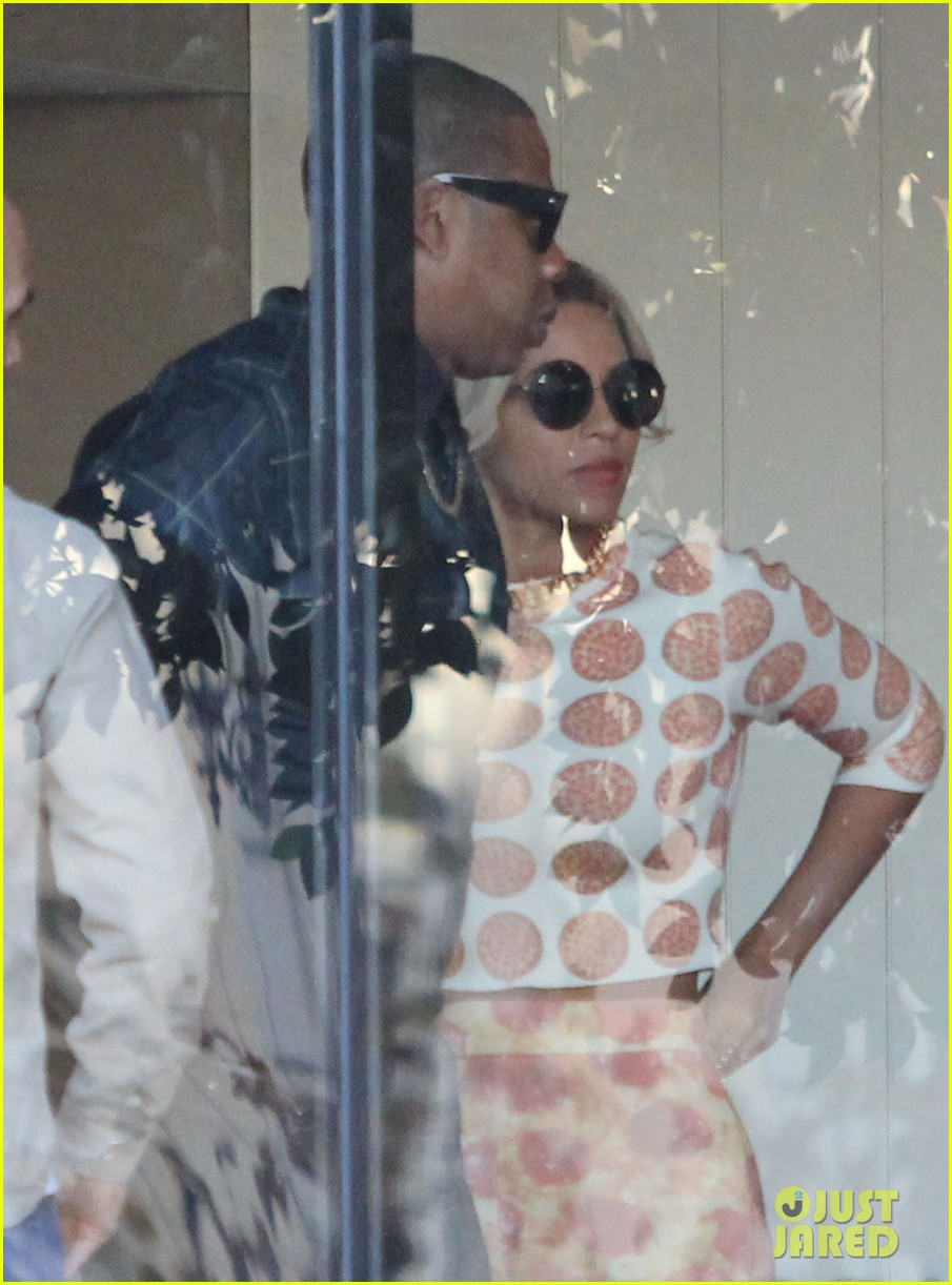 beyonce wears cow print shirt during her vegan challenge 043006648