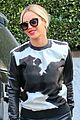 beyonce wears cow print shirt during her vegan challenge 02