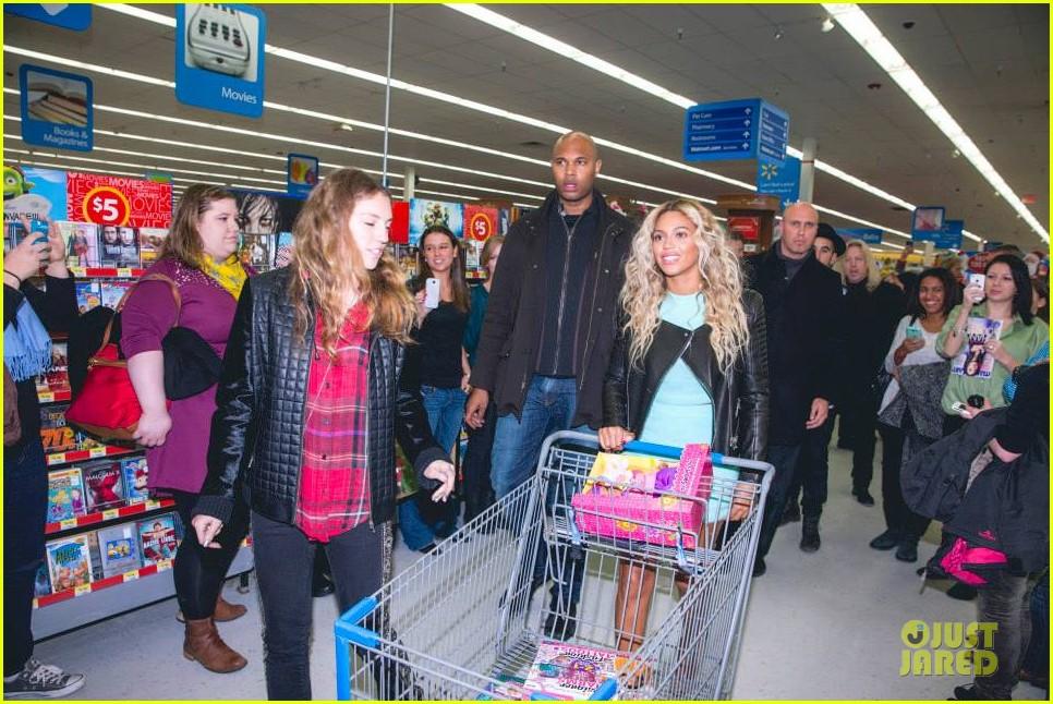 beyonce surprise shopping trip to walmart 013015682