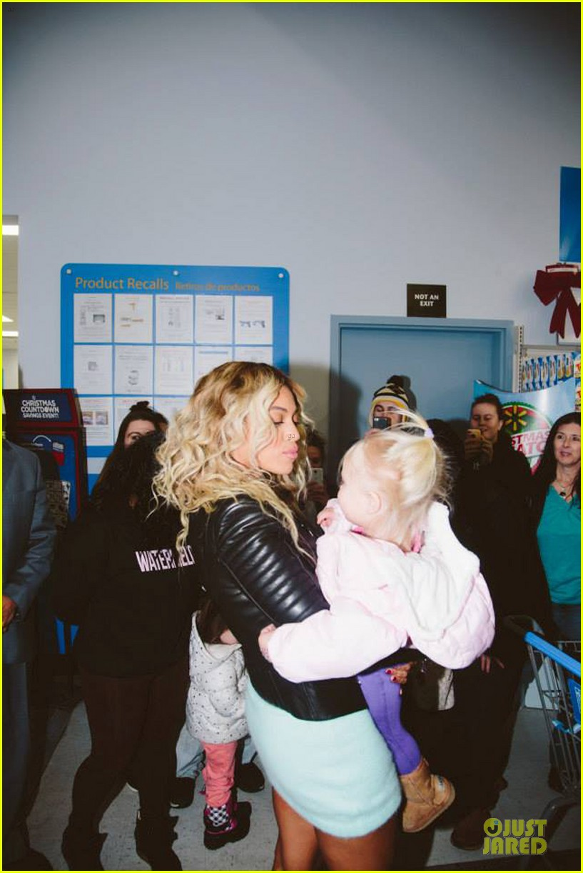 beyonce surprise shopping trip to walmart 023015683