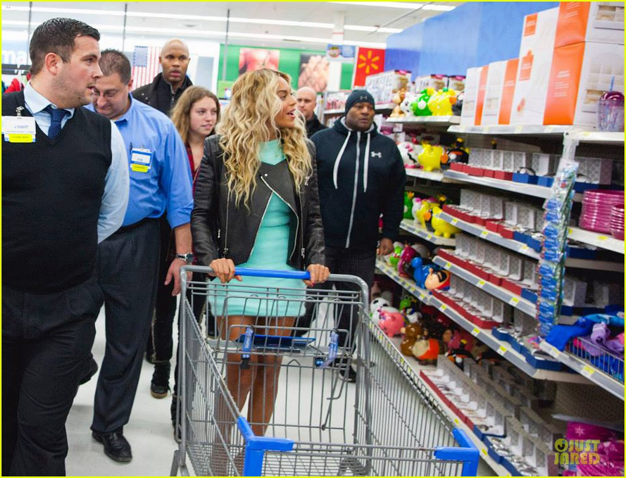 beyonce surprise shopping trip to walmart 033015684