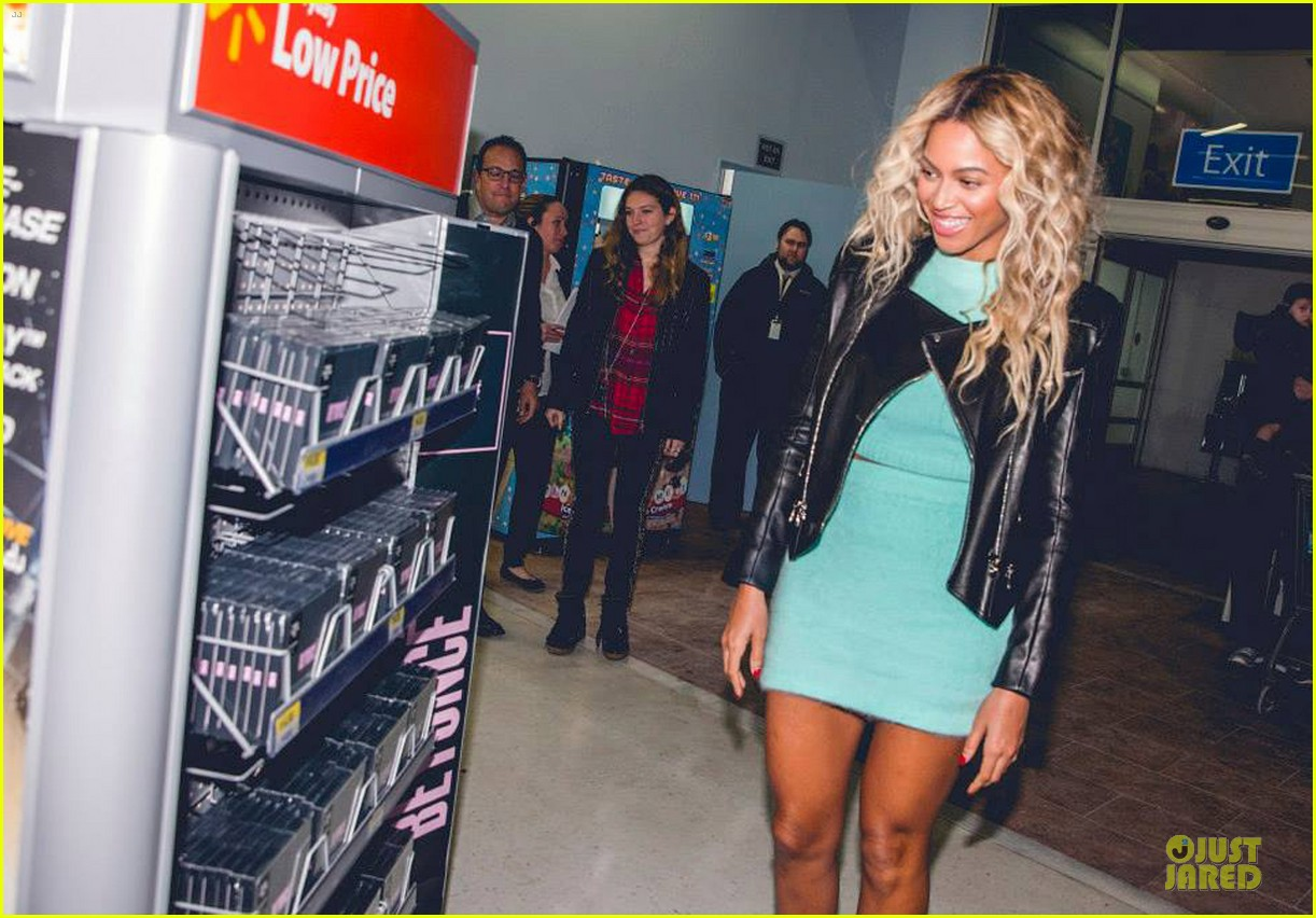 beyonce surprise shopping trip to walmart 04