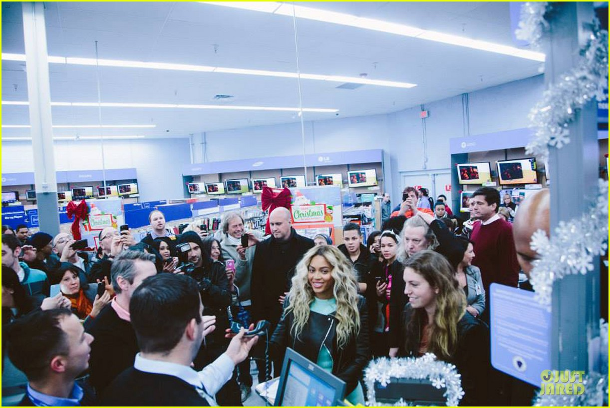 beyonce surprise shopping trip to walmart 063015687