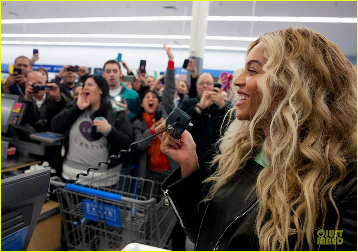 beyonce surprise shopping trip to walmart 073015688