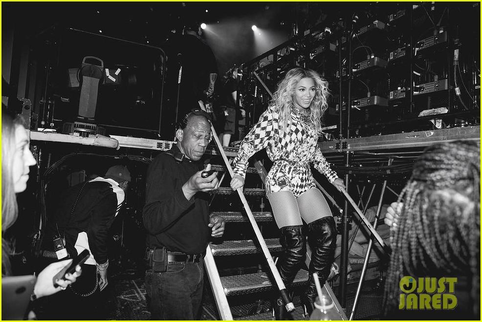Beyoncé debuts live performance of XO at 2014 Brit