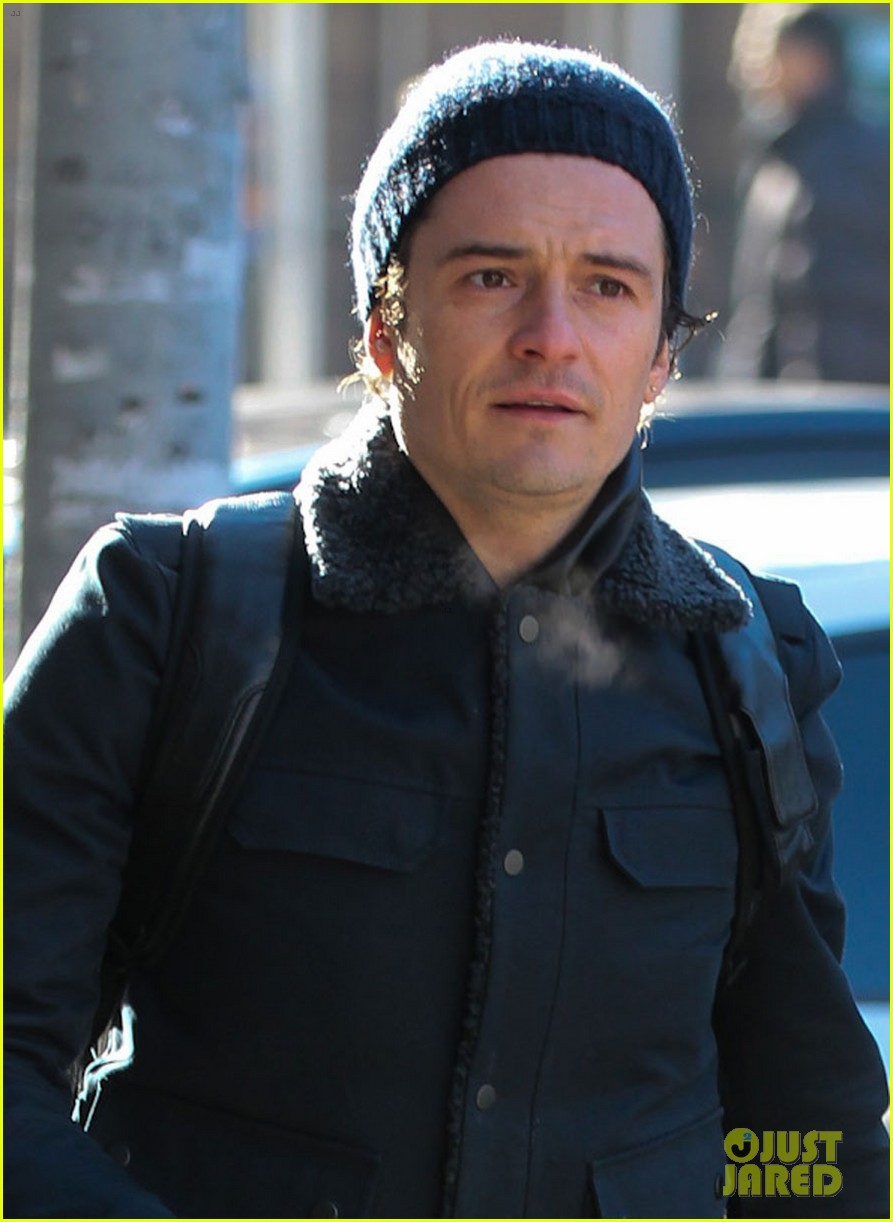 orlando bloom steps out after guys night with leo dicaprio 023010834
