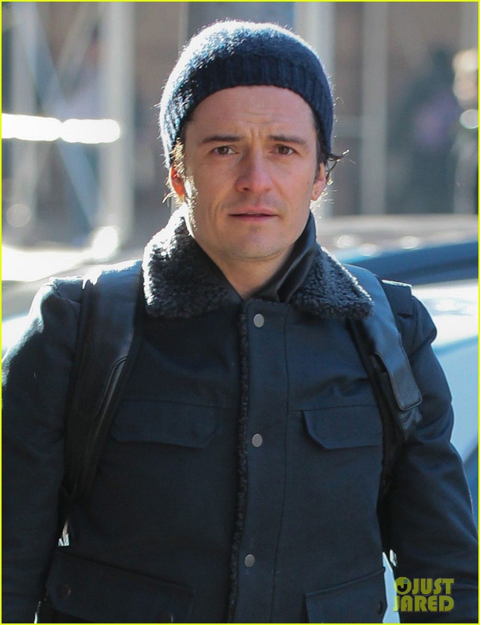 orlando bloom steps out after guys night with leo dicaprio 043010836