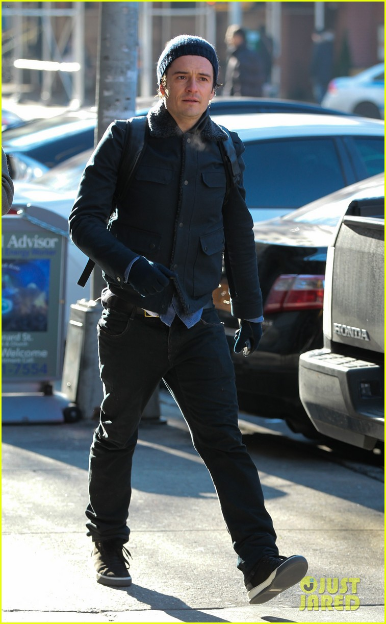 orlando bloom steps out after guys night with leo dicaprio 053010837