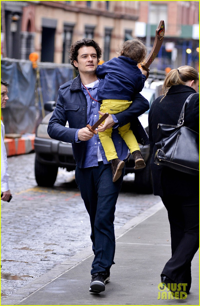 orlando bloom flynn play with toy swords in the big apple 103005802