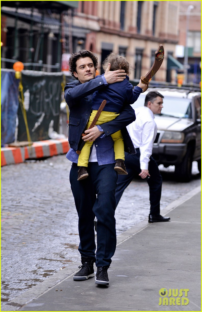 orlando bloom flynn play with toy swords in the big apple 123005804