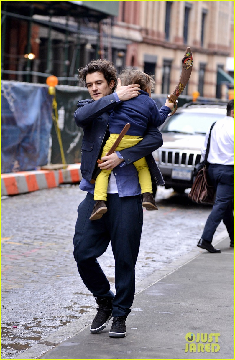 orlando bloom flynn play with toy swords in the big apple 133005805